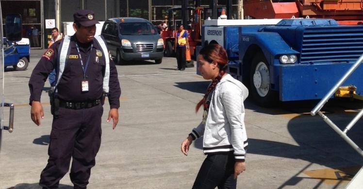 Margarita Del Carmen Orellana Rivas b eing deported by US ICE.