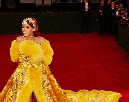 rihanana-met-gown
