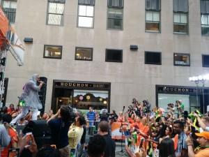 Shaggy_performs_at Rockefeller_Center