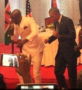 obama_dances_Kenya