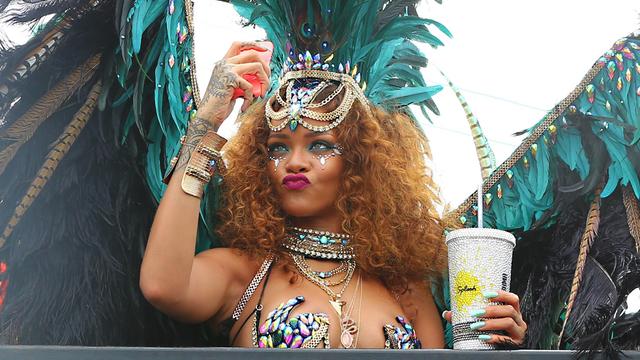 Rihanna twerking in barbados 2015 - 3 7