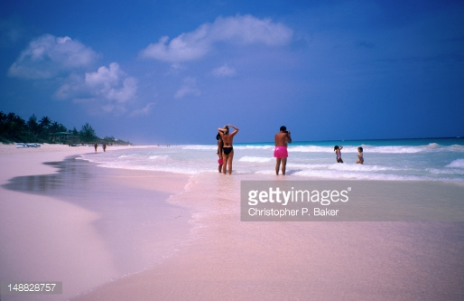 PinkSands-Beach-in-the-Bahamas