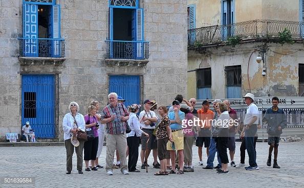 cuba-tourists