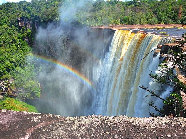 guyana-kaiteur-falls