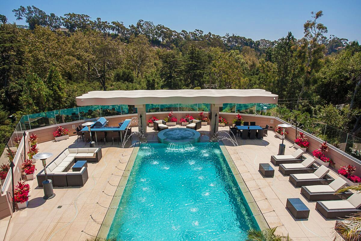 Rihanna-Former-Pacific-Palisades-Home-Pool-Area