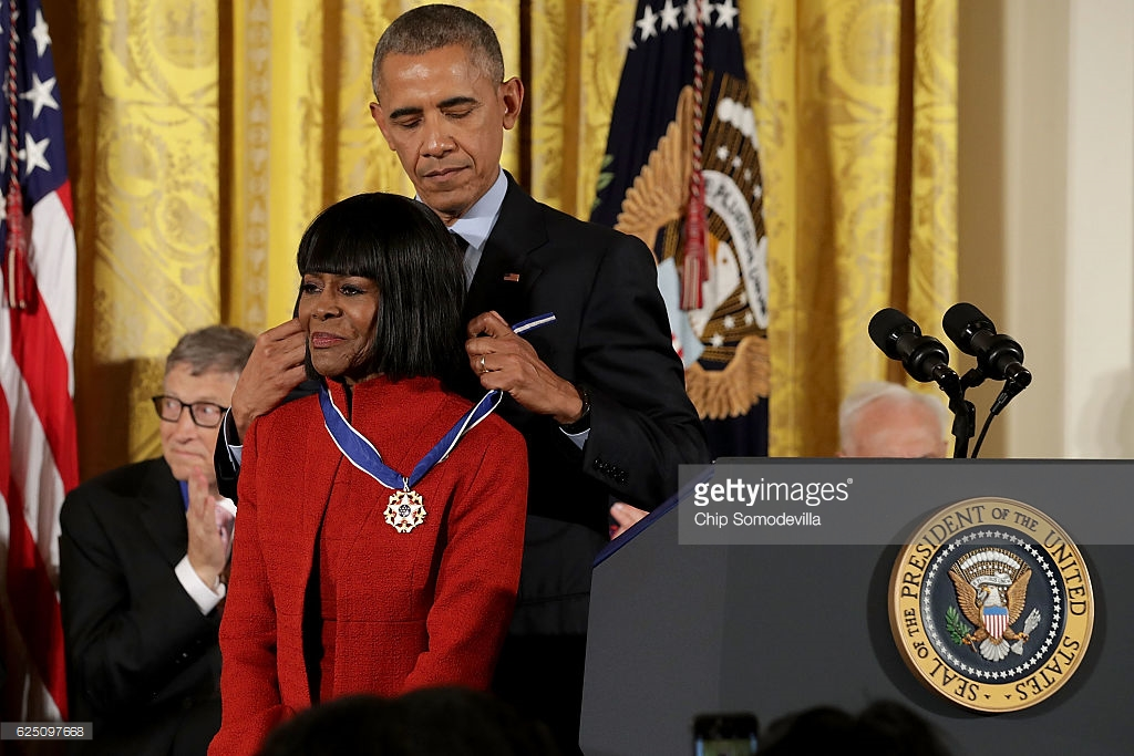 cicely-tyson-presneted-2016-Presidential-medla-of-freedom