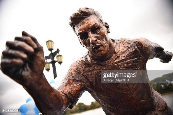 lionel-messi-statue-argentina