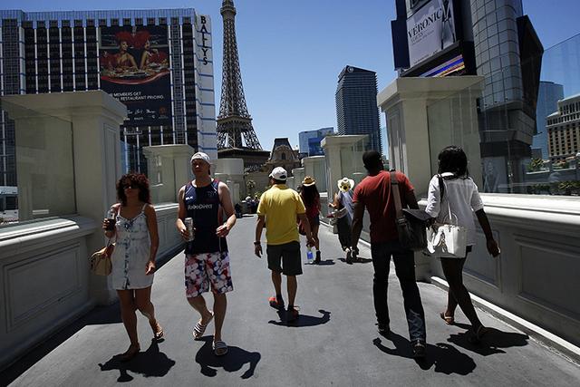 last-vegas-tourists-down
