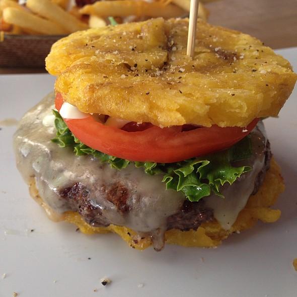 hamburger-and-tostones