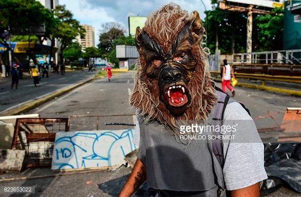 masked-venezuelan-protestor
