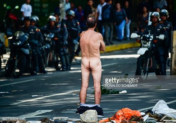 naked-venezuelan-protestor