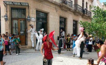 old-square-plaza-vieja-cuba