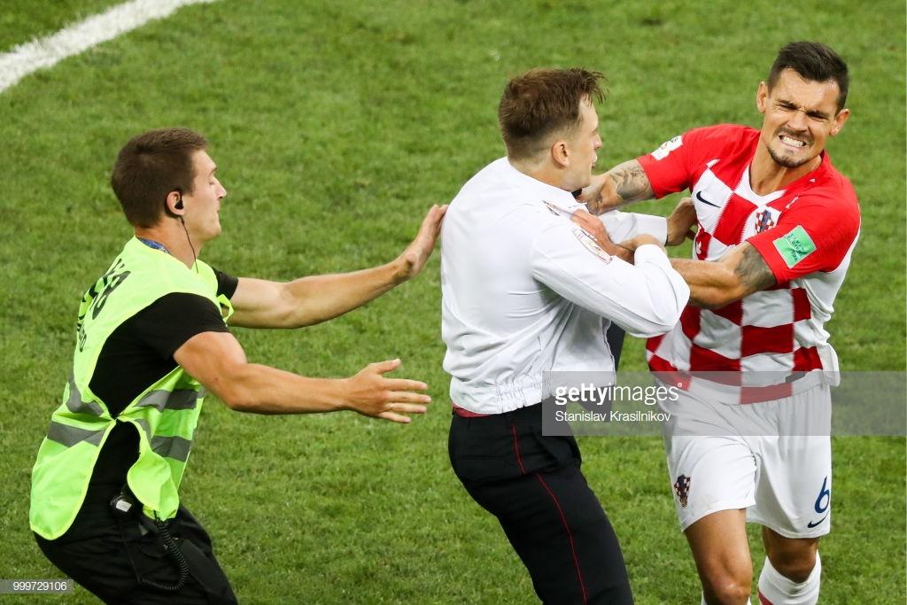 croatia-tackles-pussyriot-protestor