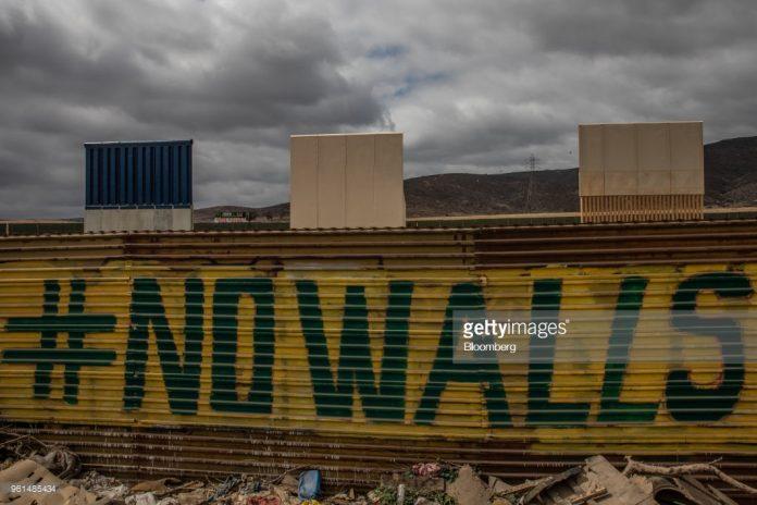 trump-walls-become-attraction-in-mexico
