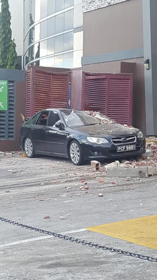 car-damaged-by-t;T-quake