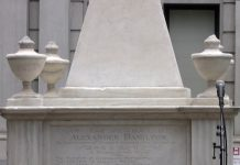 ALEXANDER-HAMILTON-TOMB-AT-TRINITY-CHURCH-NY-