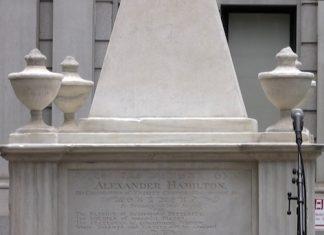 ALEXANDER-HAMILTON-TOMB-AT-TRINITY-CHURCH-NY-