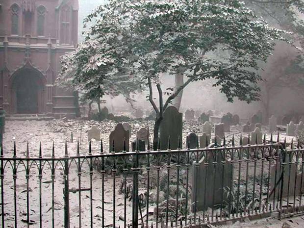 trinity-church-yard-alexander-hamilton-september-11-2001