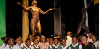 VERONICA-CAMPBELL-BROWN-STATUE