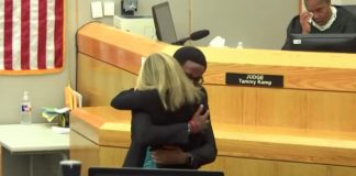 brandt-jean-hugs-amber-guyger-in-mercy-moment
