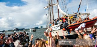 climate-activists-sail-for-chile