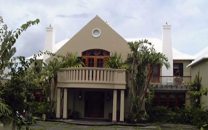 bLOOMBERG-BERMUDA-MANSION