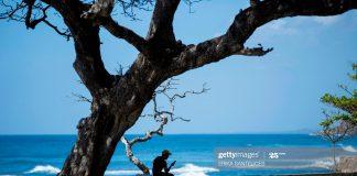 empty-caribbean-beaches-from-coronavirus