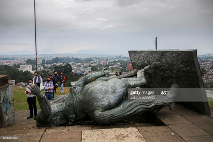 colombia-statue-toppled