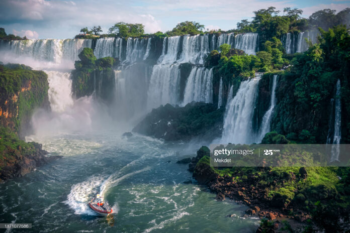igazu-falls-latin-america