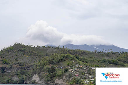 La- Soufrière-volcano-steams-on-april-29-2021-naan-image