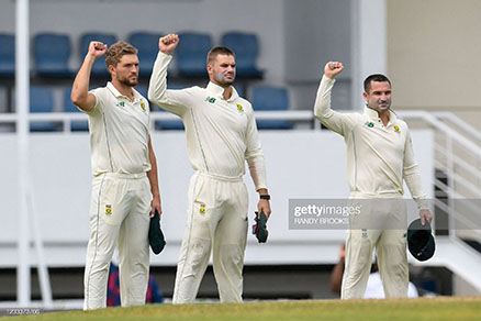 south-african-cricketers-raise-fist
