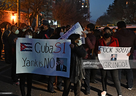 bolivians-rally-for-cuban-govt