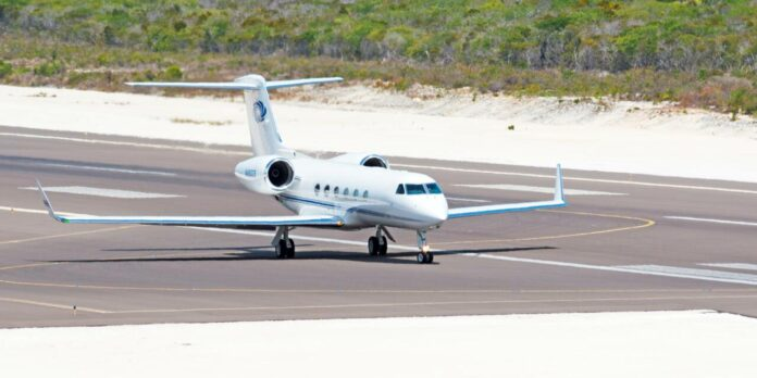 private-jet-at-the-providenciales-airport