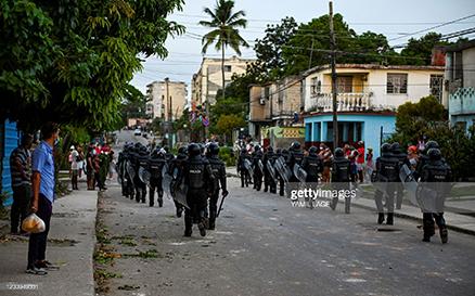 cuba-police-in-riot-gear