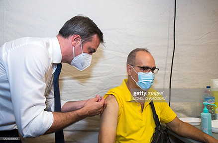 french-health-minister-delivers-vaccine-in-the-caribbean